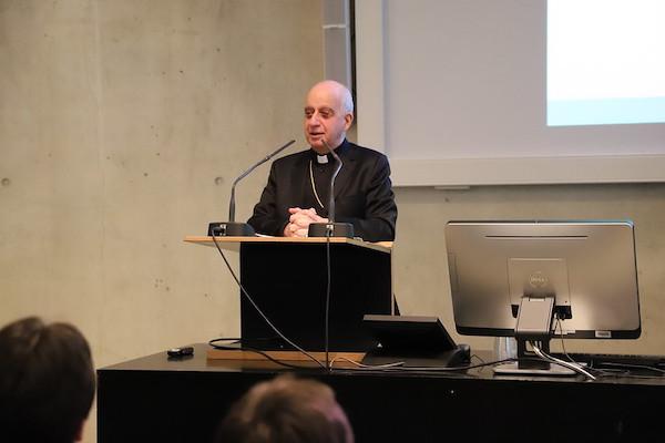 """Mons. Fisichella: """"No sólo sois la Iglesia, sino que donde vosotros actuáis y trabajáis, trabaja la Iglesia"""""""